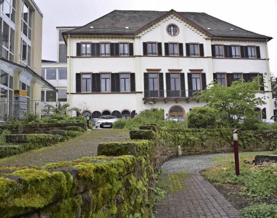 Umbau und Erweiterung des Pflegeheims ...stehende Hauptgebäude bleibt erhalten.  | Foto: Archivfoto: Thomas Kunz