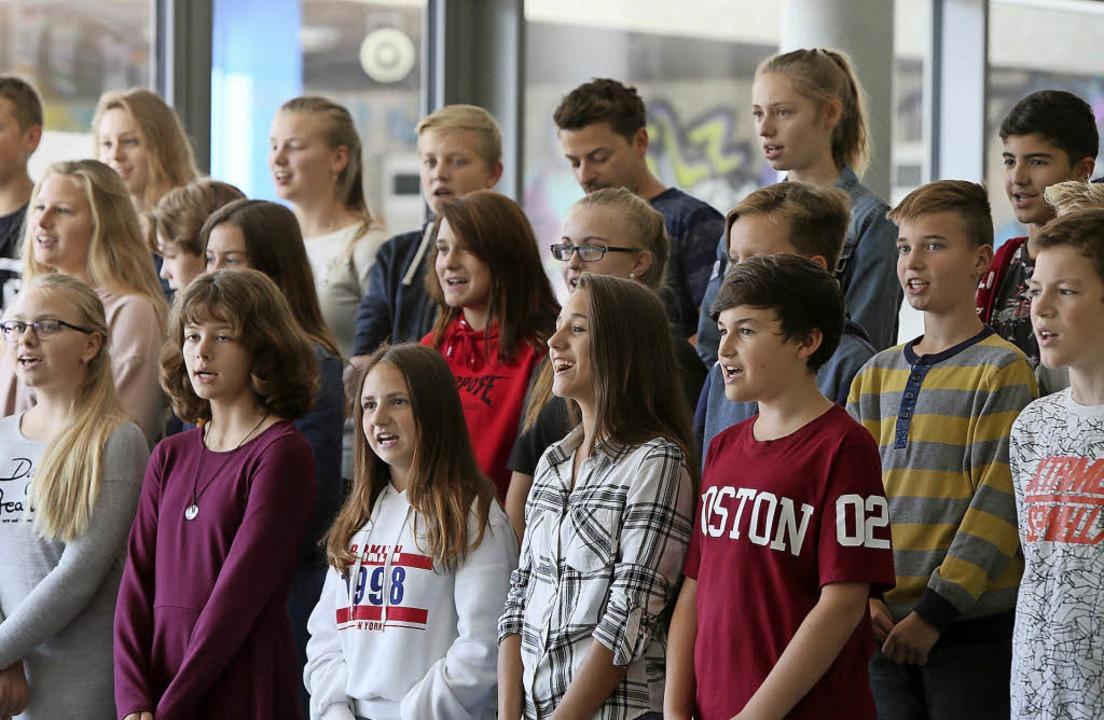 Schülerinnen und Schüler lieferten den musikalischen Rahmen.     Foto: Christoph Breithaupt