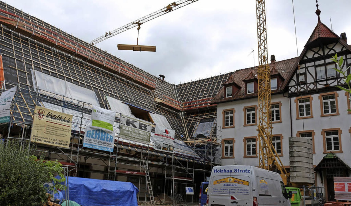Umfangreiche Bauarbeiten laufen am ehemaligen Gutshof in Gutach.    Foto: Fotos: Karin Heiss