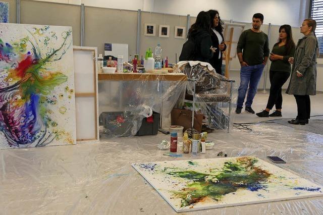 Künstler arbeiten mit Zuschauern