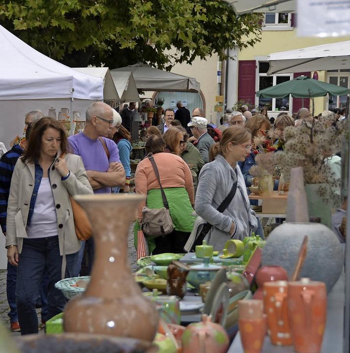 Am Wochenende lockt  der Kanderner Keramikmarkt.  | Foto: SENF