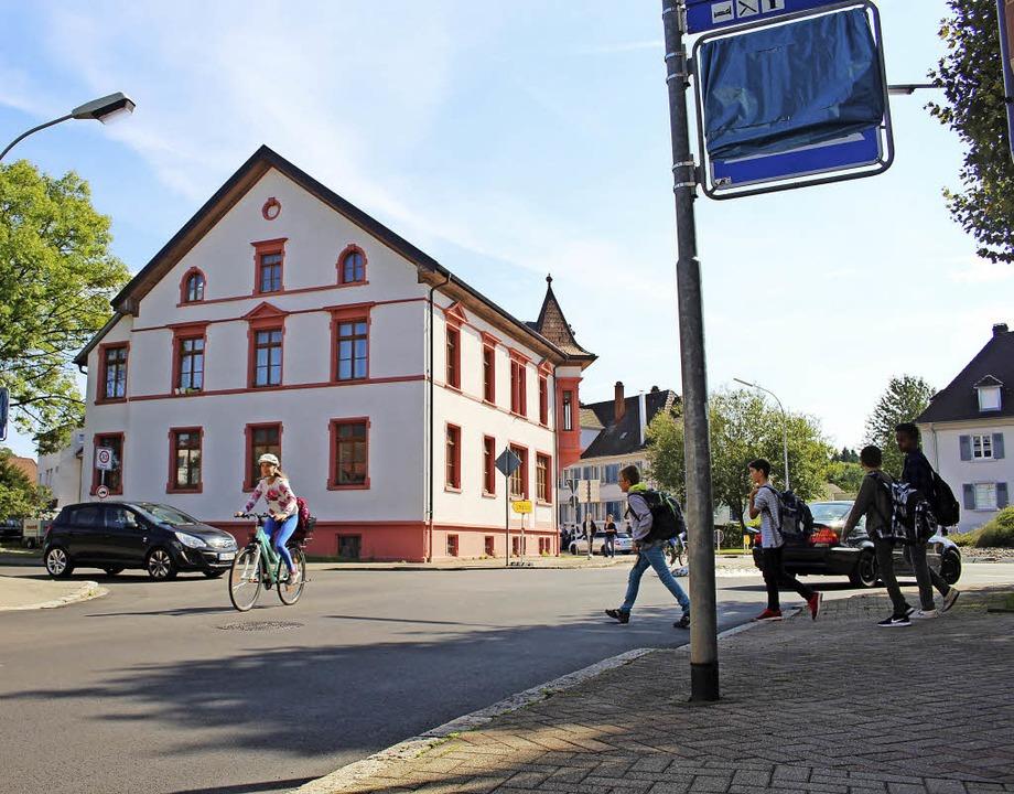 Weg ist er, der Zebrastreifen an der H...werden – zunächst provisorisch.     Foto: Anja Bertsch