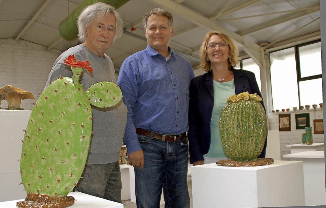 Das neue Ehrenmitglied Rudi Rothenberg... Thomas Schwarzer und  Regine Oehler.   | Foto: puppe