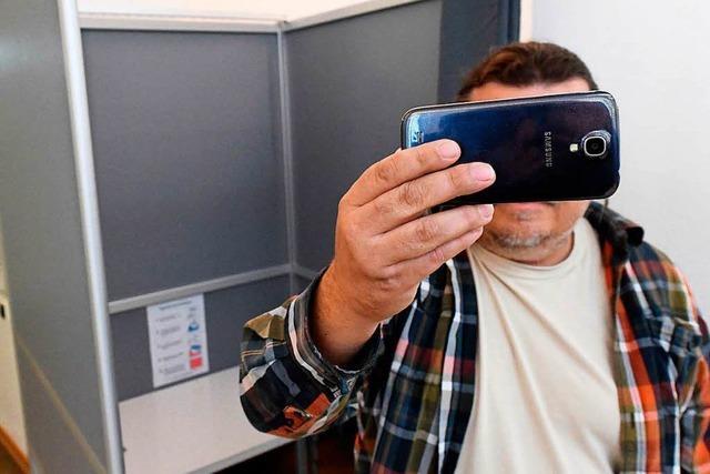 Darum sind Selfies in der Wahlkabine verboten