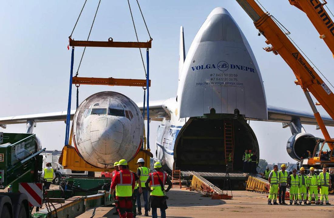 Die Landshut wurde in einer Antonow 124 nach Deutschland transportiert.  | Foto: dpa