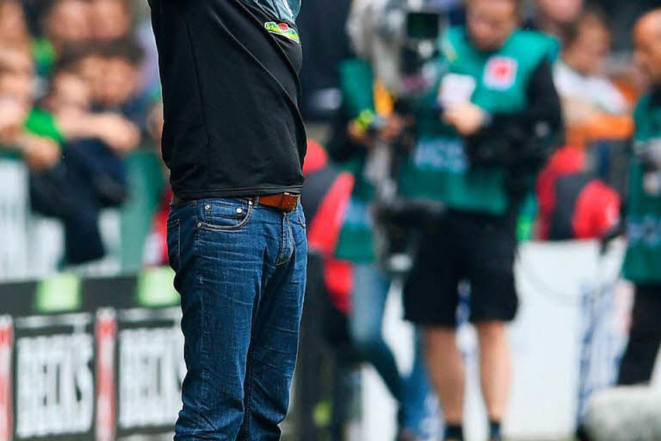 Christian Streich dirigiert seine Mannschaft. (Foto: dpa)