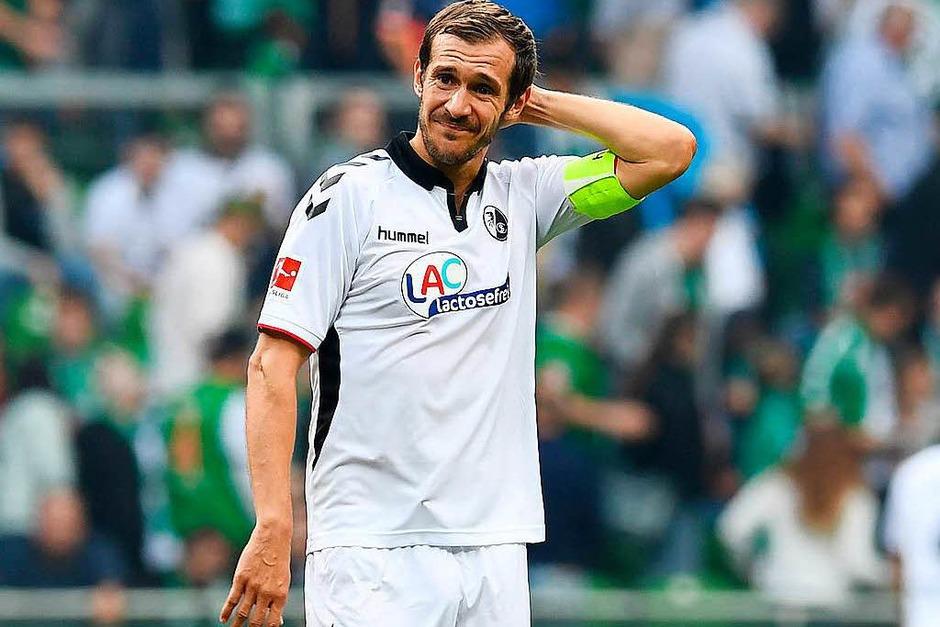 Julian Schuster, Kapitän des Sportclubs muss kurz grübeln. (Foto: dpa)