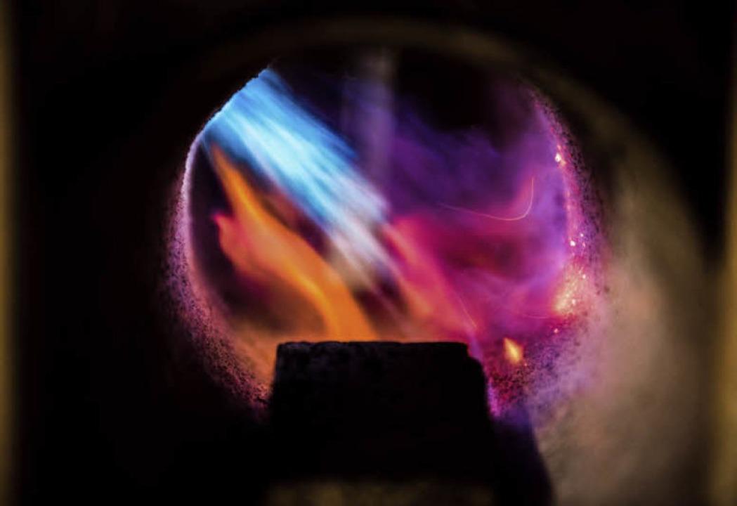 Im  Feuer  geboren: In der Gasesse wird der Stahl erhitzt.    Foto: Paul Jaroslawski