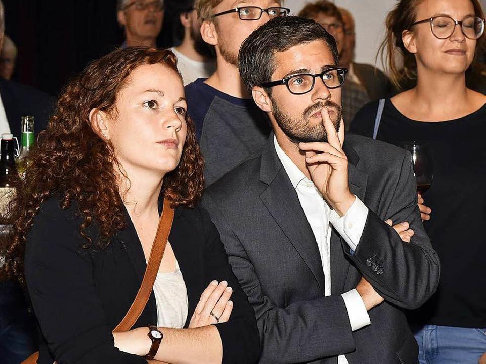 Julien Bender fiebert bei der Wahlpart...it. Links: SPD-Stadträtin Julia Söhne.  | Foto: Thomas Kunz