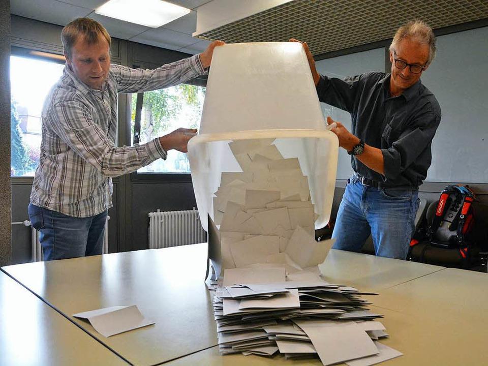 Nach der Wahl ging es ans Zählen.  | Foto: Barbara Ruda