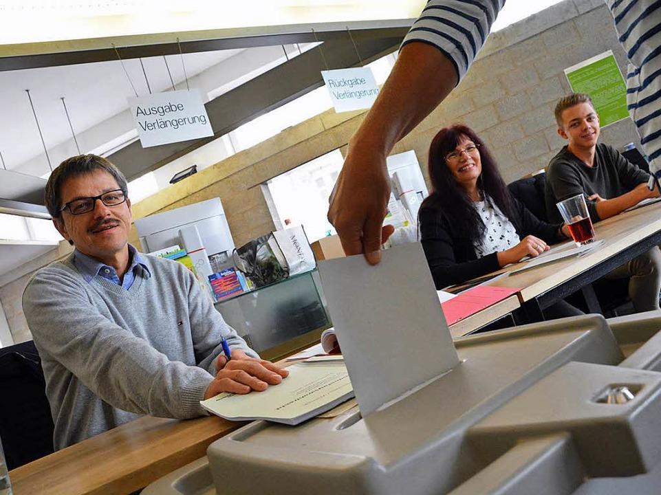 In den Lörracher Wahllokalen hatte sic...ne hohe Wahlbeteiligung abgezeichnet.   | Foto: Barbara Ruda