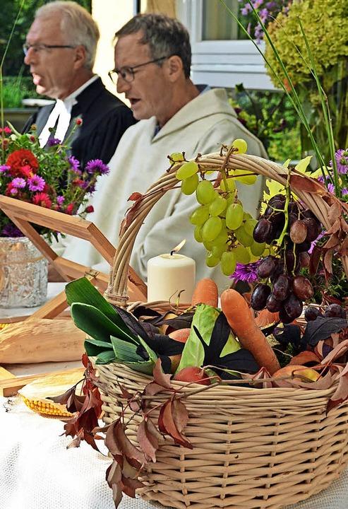 Im Mittelpunkt des Ökumenischen Gottes...k für eine gute Ernte vieler Früchte.   | Foto: Gerhard Lück