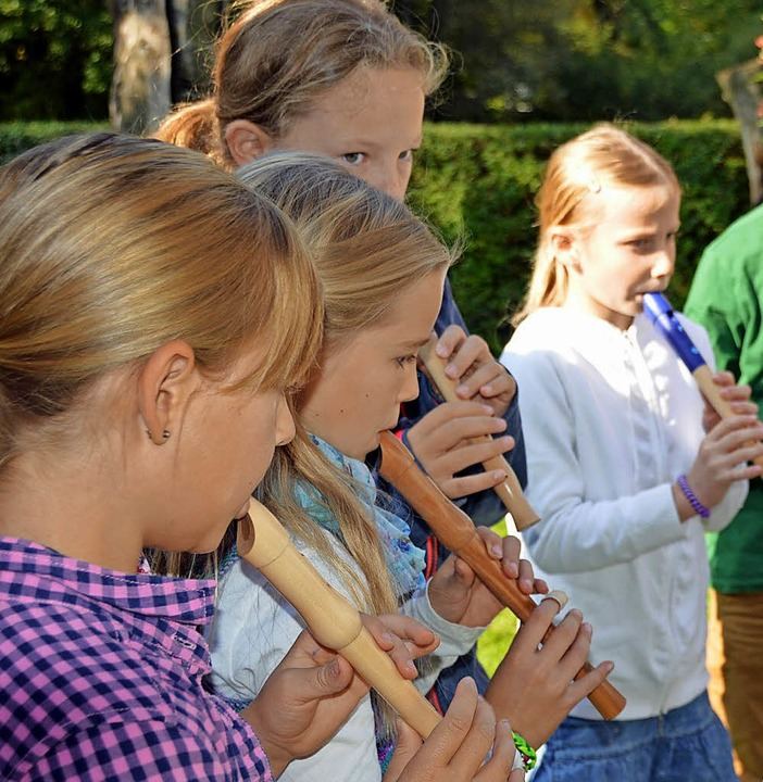 Mit ihrem Flötenspiel trugen  Schüler der Tarodunumschule zum Gottesdienst bei.  | Foto: Gerhard Lück