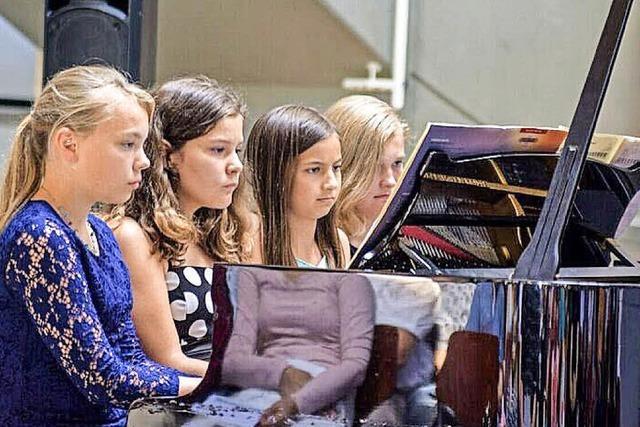 Öffentlicher Workshop mit Schülern der Jugensmusikschule Bad Säckingen im Rahmen des Wehrer Klavierfestivals Tasten