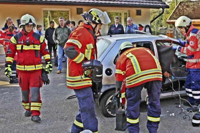 Wenn Menschen eingeklemmt sind, hilft die Feuerwehr