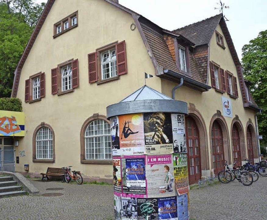 In die Jahre gekommen: Das Jugendhaus ...ür 1,4 Millionen Euro umgebaut werden.  | Foto: Gerhard Walser