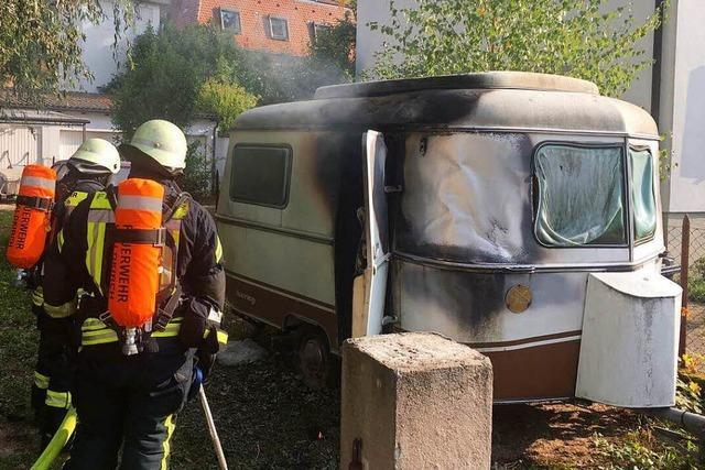 Kinder mit Streichhölzern verursachen Wohnwagenbrand