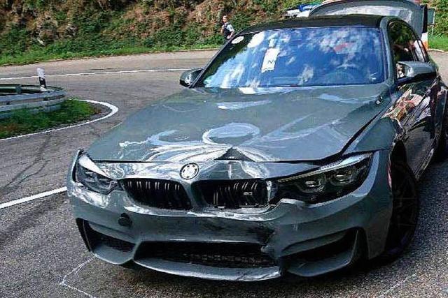 Teilnehmer einer BMW-Kundenveranstaltung rammt Motorradfahrer