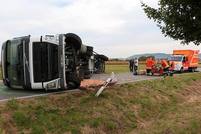 Lkw umgekippt – Straße ist gesperrt