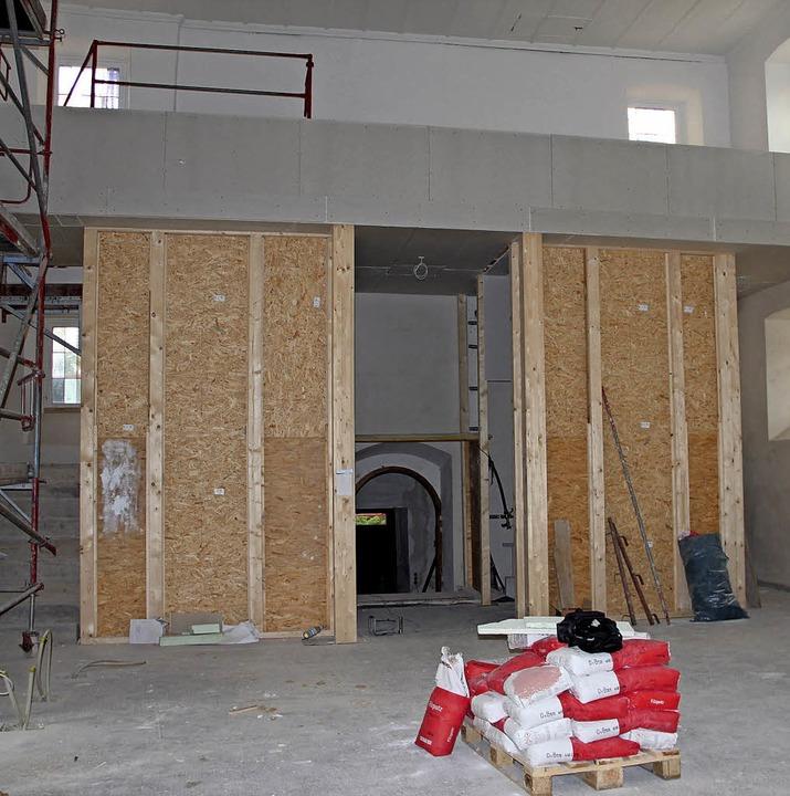 m Innern der Kirche stehen noch umfang...terBlick auf den neuen Eingangsbereich    Foto: Rolf-Dieter Kanmacher