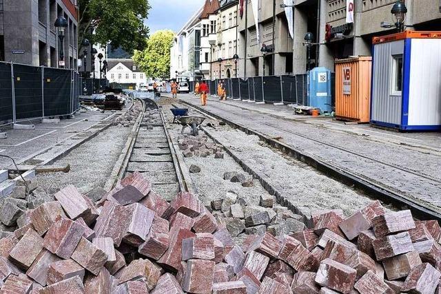 Der Baustellen-Zaun in Freiburgs City kommt weg, die Arbeiten gehen weiter