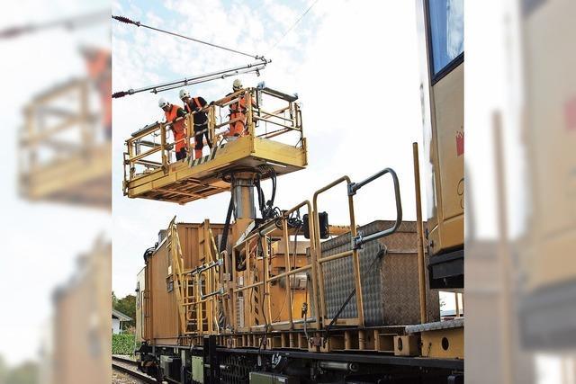 Oberleitungen für Kaiserstuhlbahn werden derzeit montiert