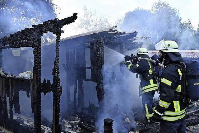 Wieder eine Hütte in Flammen