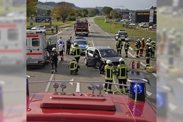 Schwerer Unfall auf B 3 bei Auggen