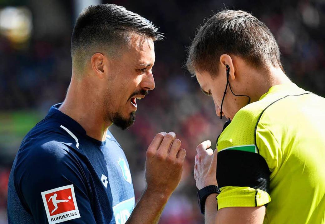 Sandro Wagner war wohl Opfer einer Spuckattacke im Freiburger Stadion.  | Foto: AFP