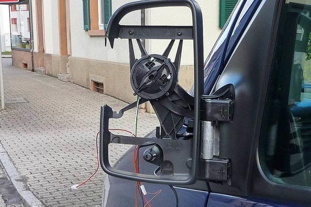 Außenspiegel eines Autos ist zu Bruch gegangen