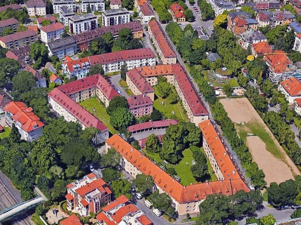 Für die Familienheim-Wohnungen zwische...-Wohnblocks) stehen Veränderungen an.   | Foto: Google-Luftbild/GeoDasis-DE/BKG