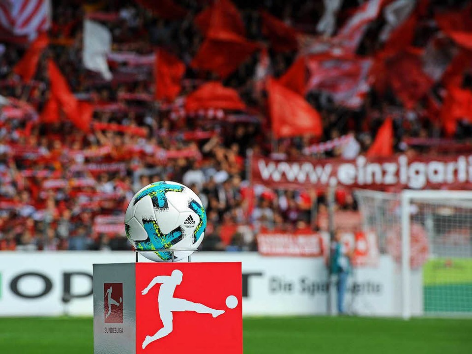 Während des Spiels des SC Freiburg geg...ausfall Teile des Stadions lahmgelegt.  | Foto: Michael Heuberger