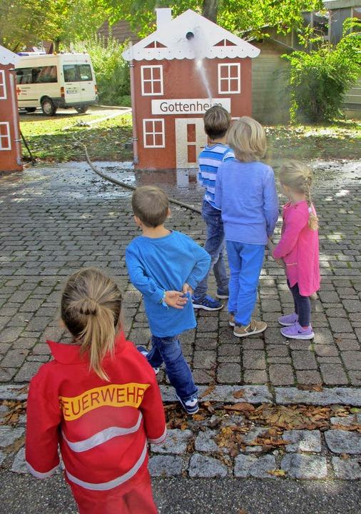 Auch für die Kids war beim Tag der offenen Tür der Feuerwehr etwas geboten.  | Foto: Mario Schöneberg