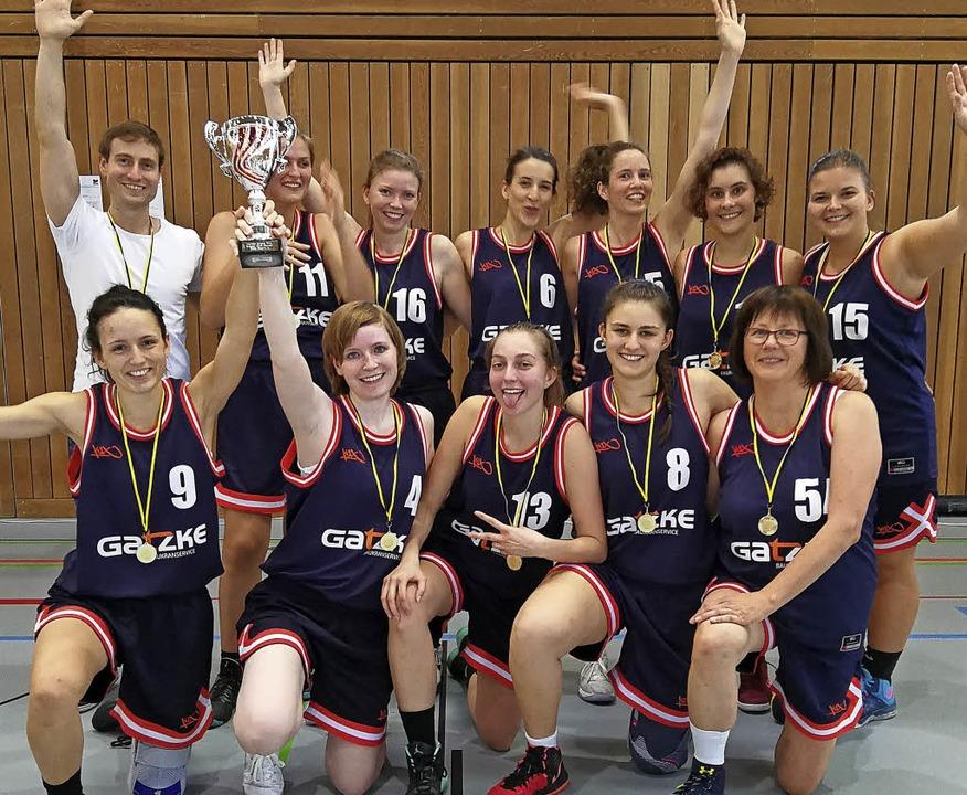 <BZ-FotoAnlauf>Basketball:</BZ-FotoAnl...d  Claudia Haimerl (vorne von links).   | Foto: Verein