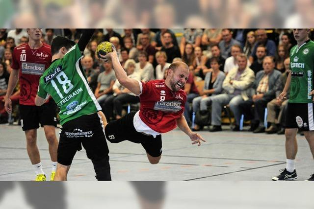 Der Handball und der Fuß