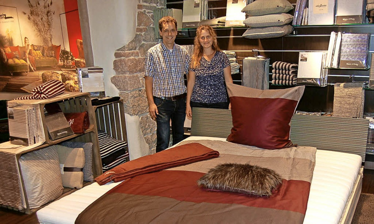 Das Unternehmerehepaar Yvonne Jundt un...geschäft Betten-Jundt in Emmendingen.   | Foto: Christian Ringwald