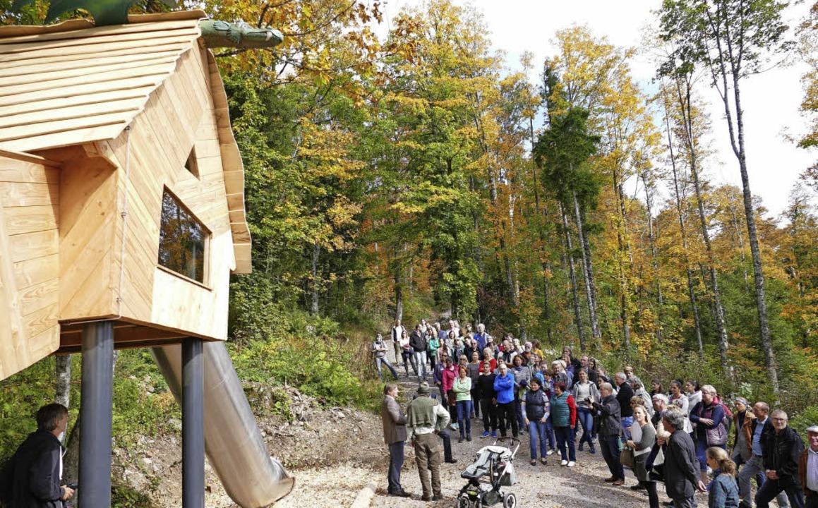 Die Station Luft beinhaltet ein Spiel- und Kletterhaus mit Rutsche.  | Foto: Ralf Morys