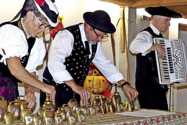 Tänze, Lieder, Bierkisten-Schuhplattler