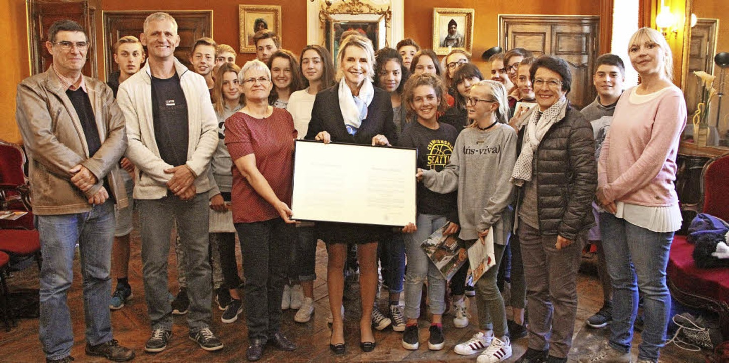 <BZ-FotoAnlauf>Montfort-realschule Zel...e Schützlinge beim Empfang im Rathaus   | Foto: MORZ