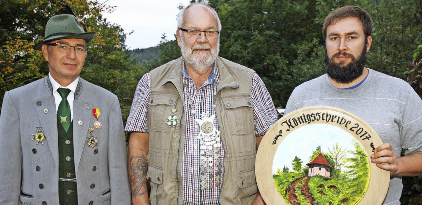 <BZ-FotoAnlauf>Schützen in Zell:</BZ-F...te) König und  Marc Nowak  1. Ritter.   | Foto: sg zell