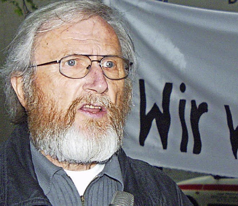 15 Jahre alt ist das Foto, das Gerhard... einer Friedensdemo in Lörrach zeigt.   | Foto: Archivfoto: Trenz