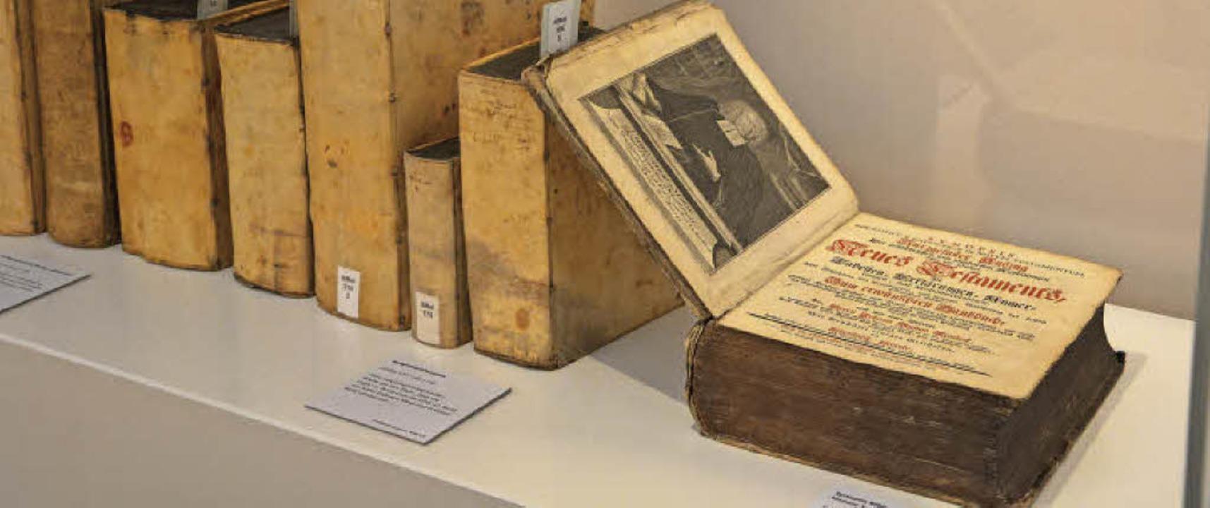 Wertvolle Schriftstücke bereichern die Ausstellung.  | Foto: Barbara Ruda
