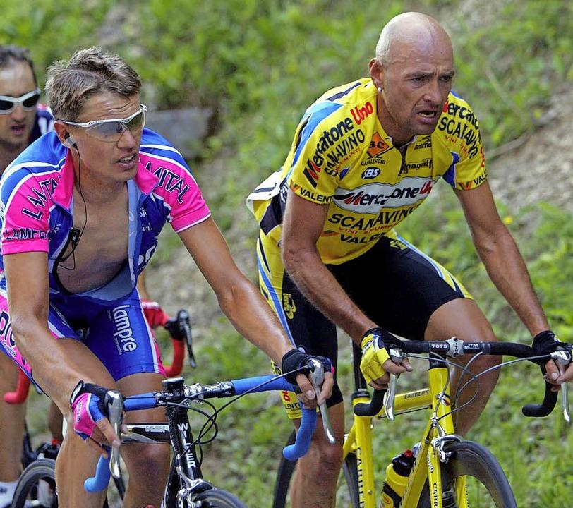 Raimondas Rumsas (links)  2003 mit dem inzwischen verstorbenen Marco Pantani   | Foto: AFP