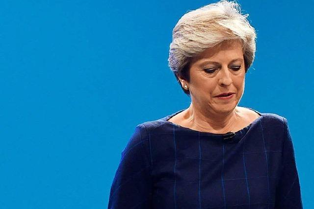 Theresa May legt beim Parteitag einen schwachen Auftritt hin
