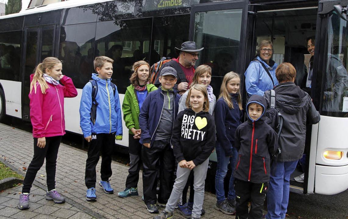 Alle einsteigen! Auch Kinder fuhren mi...erg, um von dort zurückzumarschieren.   | Foto: Heidi Fössel