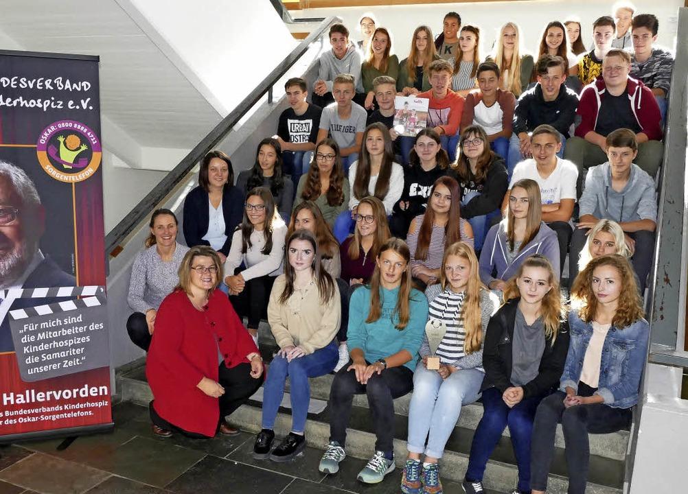 Die Religionsklassen der Klassenstufe ...orinna Fürste (vorne, kniend, links).     Foto: Stefan Limberger-Andris
