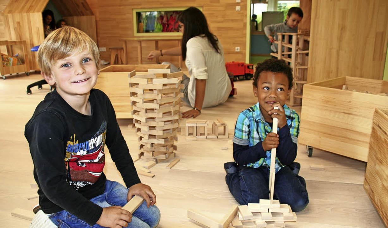 Im Bauzimmer fühlen sich die Kinder pudelwohl.    Foto: Marlies Jung-Knoblich