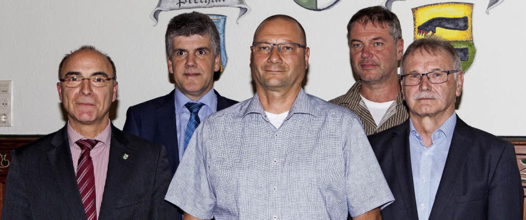 Roland Tibi, Klaus Hämmerle, Tobias Ku...demanager Peter Winterer (Mitte) vor.   | Foto: zg