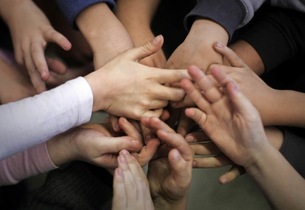 Bei der Schulsozialarbeit geht es auch...Bildung einer Gemeinschaft beitragen.     Foto: dpa