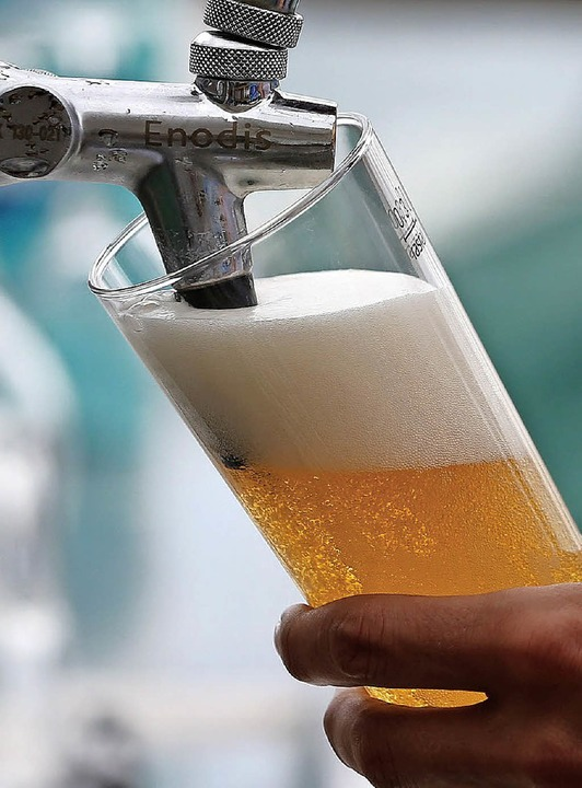 Bier spielt im Leben des Angeklagten eine große Rolle.  | Foto: DPA